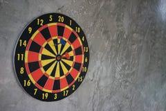 Dardeggia le frecce nel centro dell'obiettivo Immagine Stock Libera da Diritti