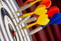Dardi che mancano il bullseye Fotografie Stock Libere da Diritti
