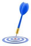 Dardo azul que golpea la blanco Imágenes de archivo libres de regalías