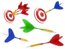 Dardos coloridos batidos no alvo Imagens de Stock