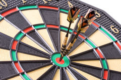 Dardos no dartboard Fotografia de Stock Royalty Free