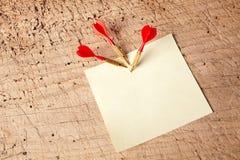 Dardos rojos en una libreta Imágenes de archivo libres de regalías