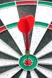 Dardos y juego de la flecha de la diana Imagen de archivo