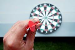 Dardos y juego de la flecha de la diana Imagenes de archivo
