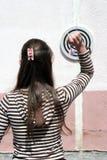 dardy rzuca dziewczynę zdjęcia stock