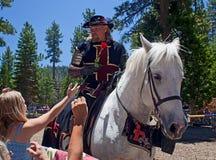 Dare del cavaliere è aumentato Fotografie Stock Libere da Diritti