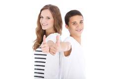 Dare felice della sorella e del fratello pollici su Fotografie Stock