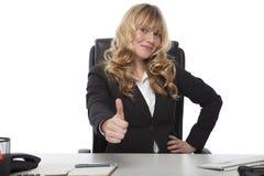 Dare motivato della donna di affari pollici su Fotografia Stock