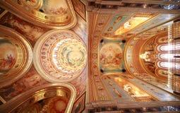Dargestellte Decke nahe Balkon innerhalb der Kathedrale Lizenzfreie Stockfotografie