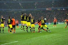 Dario Srna i handling på matchen Shakhtar - Borussia Arkivfoto