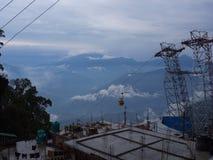 Darjeeling INDIEN, 15th APRIL 2011: Flyg- sikt från cablen Arkivbild