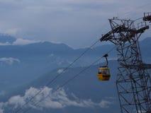 Darjeeling INDIEN, 15th APRIL 2011: Flyg- sikt från cablen Arkivfoton
