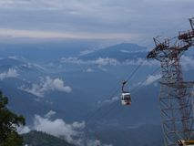 Darjeeling INDIEN, 15th APRIL 2011: Flyg- sikt från cablen Royaltyfri Fotografi