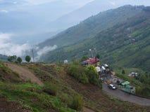 Darjeeling, la INDIA, el 15 de abril de 2011: Visión aérea desde el cabl Imagenes de archivo