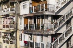 DARJEELING, la INDIA, el 6 de marzo de 2017: Vista de la ciudad de Darjeeling Fotos de archivo