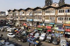 DARJEELING, la INDIA, el 6 de marzo de 2017: Vista del término de autobuses de Darjeeling fotografía de archivo