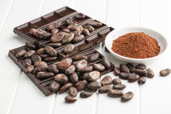Dark chocolate, cocoa beans and cocoa powder Royalty Free Stock Photos