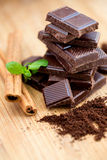 Dark chocolate, fresh mint and cinnamon Royalty Free Stock Photos