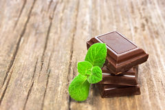Dark chocolate with fresh mint leaves Royalty Free Stock Photos