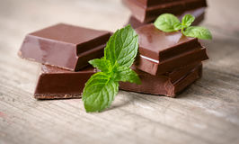 Dark chocolate pieces with a leaf of mint Royalty Free Stock Images