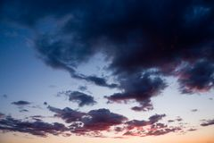 Dark clouds & dramatic sunset Royalty Free Stock Photos