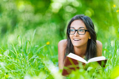 Dark-haired young woman reading red Royalty Free Stock Photos