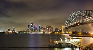 Dark van de Brugpier pan van Sydney CBD Royalty-vrije Stock Fotografie