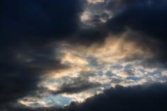 Dark van de zonsondergangwolk Royalty-vrije Stock Afbeeldingen