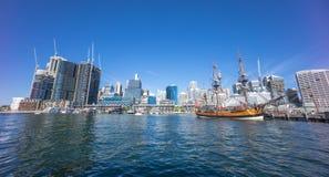 Darling Harbor Sydney under klar ljus himmel Fotografering för Bildbyråer