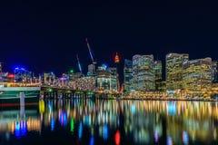 Darling Harbour horisont på natten, Sydney, NSW Royaltyfri Bild