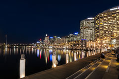 Darling Harbour Sydney na noite Fotos de Stock Royalty Free