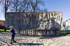 Darlowo, Polonia - monumento de la Segunda Guerra Mundial del poste imágenes de archivo libres de regalías