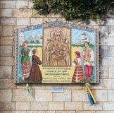 Darować ikony na ścianach w podwórzu bazylika Annunciation w starym mieście Nazareth w Izrael Zdjęcia Royalty Free