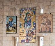 Darować ikony na ścianach w podwórzu bazylika Annunciation w starym mieście Nazareth w Izrael Zdjęcia Stock