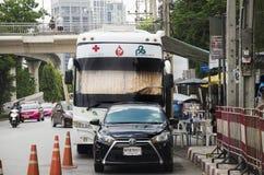 Darowizna krwionośny autobus czekać na ludzi przychodzących darować ich krew Fotografia Stock