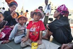 darowizny czekanie rodzinny chłopski biedny obrazy royalty free