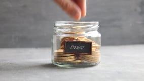 Darowizny pudełko Daruje, dawać pieniądze pomysłowi zdjęcie wideo