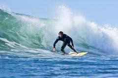 Darshan Gooch som surfar i Santa Cruz, Kalifornien Arkivbild
