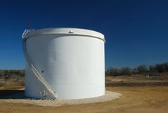 Darst Feld-Öltank Stockfotografie