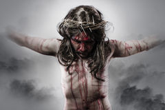 Darstellung von Jesus Christus auf dem Kreuz auf Wolken-Hintergrund Stockbild