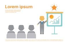 Darstellungs-Geschäftsmann, der Flip Chart With Finance Graph, Ausbildungskonferenz-Sitzung zeigt Stockfotografie