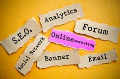 Darstellungsdiaschablone: Online-Marketings-Konzepte Lizenzfreie Stockfotografie