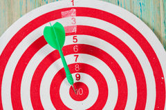Dart on the center of dartboard Royalty Free Stock Images