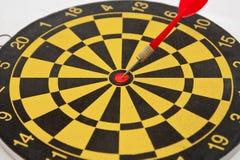 Dartboard и стрелка Стоковые Изображения RF