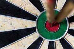 Dartboard с Steeldarts в яблочке Стоковое Изображение