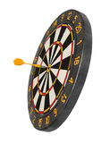 Dartboard con il dardo nello scopo fotografie stock libere da diritti