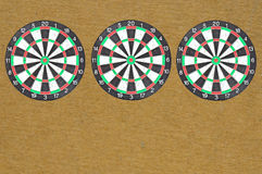 Dartboard de trois isolats image stock