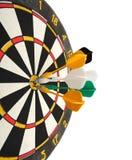 Dartboard met pijltjes in doel Stock Fotografie