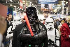 Darth Vader cosplayer Stockbild