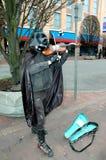 Darth Vader die op viool presteren stock fotografie